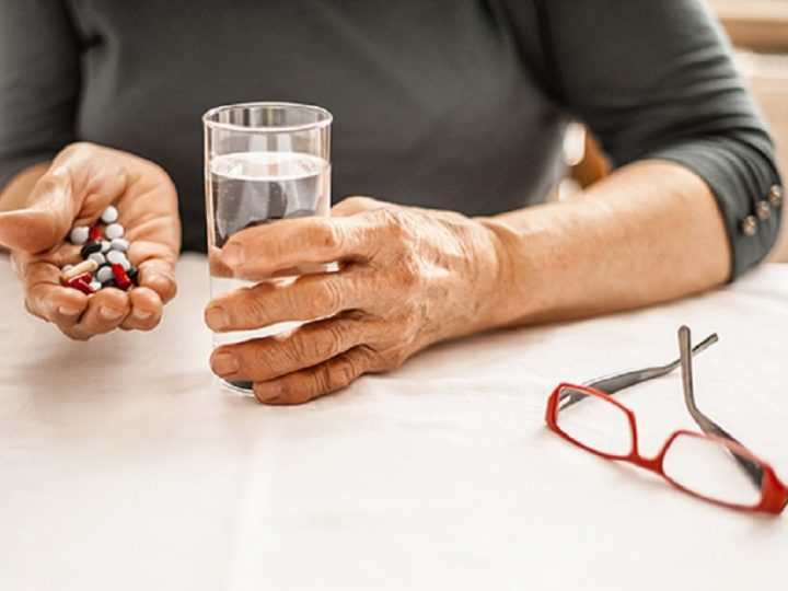 5 Tips to Help Seniors Keep Their Medication Straight